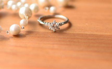 婚約指輪のショップ選び