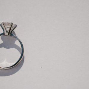 婚約指輪のセッティング