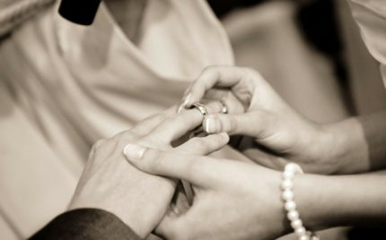 女性向けに結婚指輪の選び方