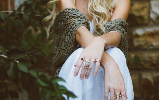 結婚指輪が似合う指になれる!指を細くするエクササイズ