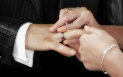 結婚指輪が抜けない?!そんなときの対処法【静岡市】
