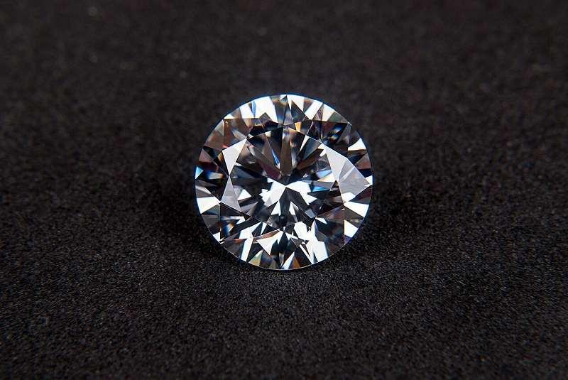 ダイヤモンドがくすんでる?!輝きを取り戻す方法【静岡市】