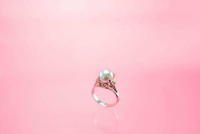 婚約指輪をパールやオパールにしてもOK? 自分らしい婚約指輪選び