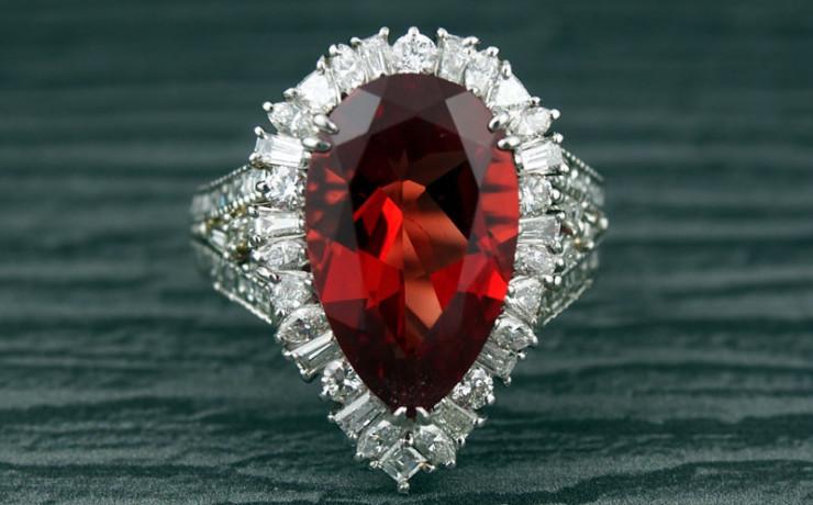 アンデシンとダイヤモンドの贅沢な指輪