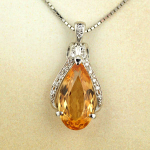 インペリアルトパーズとダイヤモンドのペンダントネックレス