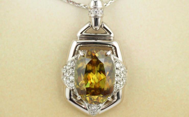 スフェーンとダイヤモンドのペンダントネックレス