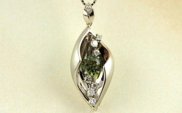 デマントイドガーネットとダイヤモンドのペンダントネックレス