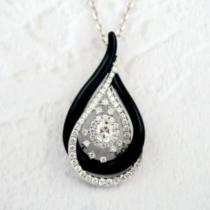 ダイヤモンドのペンダントネックレス