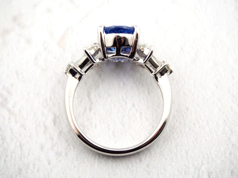 タンザナイトとダイヤモンドの指輪