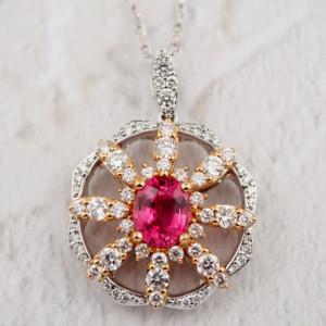 ピンクスピネルとダイヤモンドのペンダントネックレス