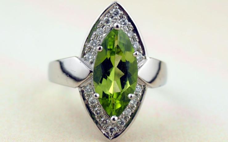 ペリドットとダイヤモンドの指輪