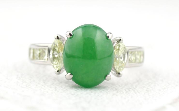 ヒスイとダイヤモンドの指輪