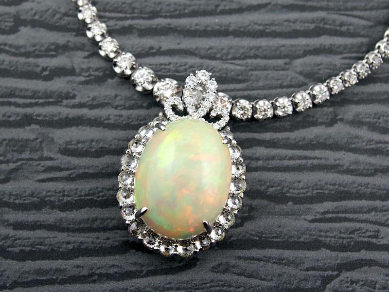 エチオピアオパールとローズカットダイヤモンドのペンダントネックレス