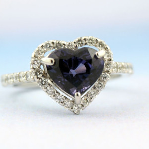 スピネルとダイヤモンドの指輪