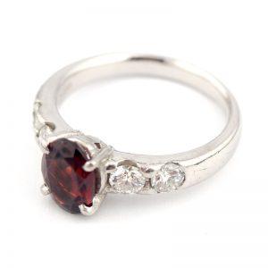 静岡きたがわ宝石のジュエリー修理 指から外した指輪を元に戻す
