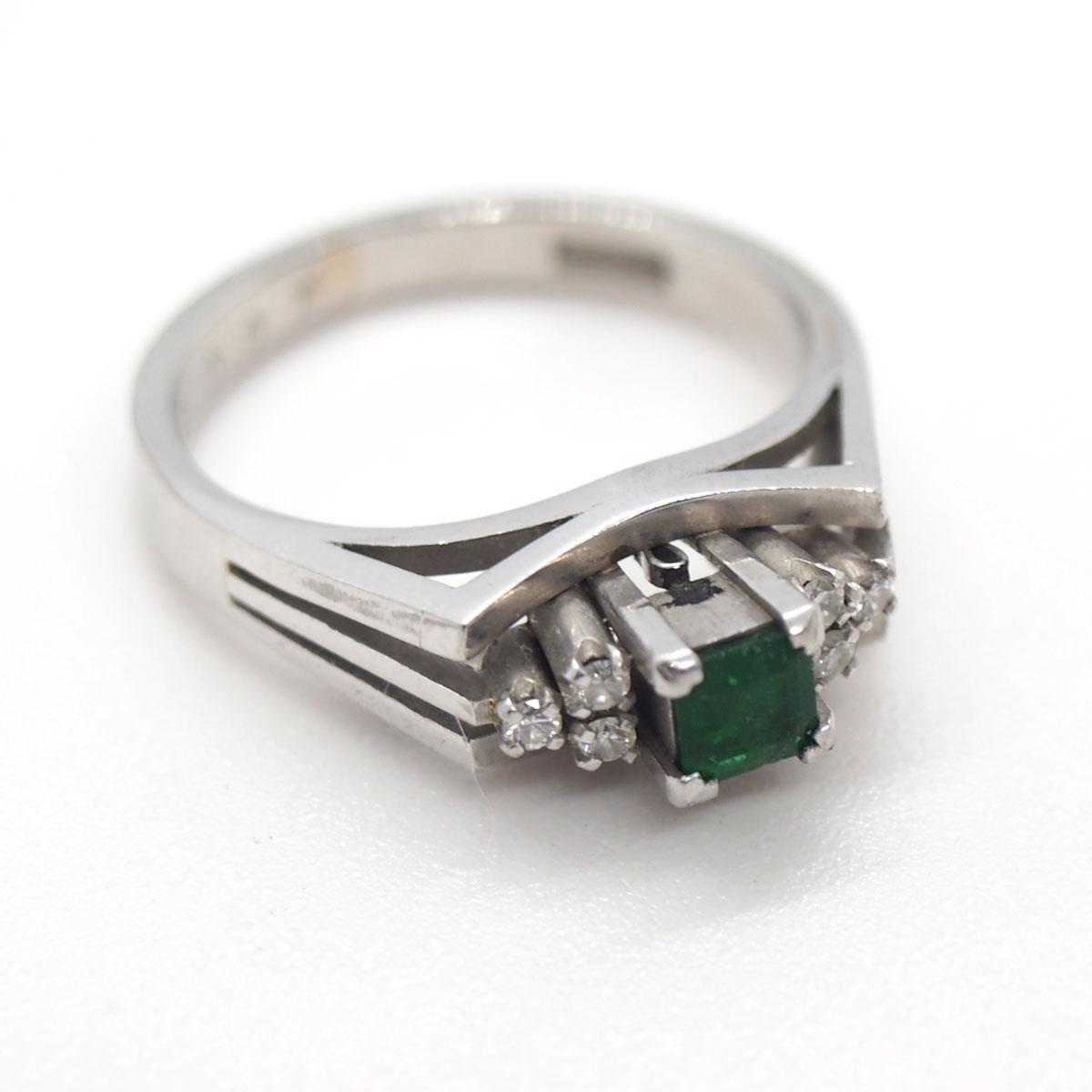 デザインの古いエメラルドの指輪